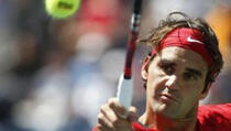 Federer opet lako, Serena malo teže, Venus ispala