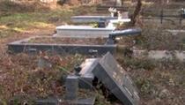 Kosovari ogorčeni zbog skrnavljenja srpskih grobalja
