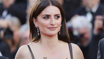 """Penelope Cruz: Haljina koja je """"pomela"""" crveni tepih u Cannesu"""