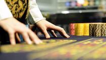 U Skenderaju uhapšeno 15 osoba zbog ilegalnog kockanja