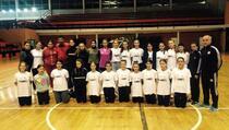 """Preko 50 djece na jednom mjestu: Klub """"Click"""" iz Prizrena rasadnik mladih rukometaša iz svih zajednica"""
