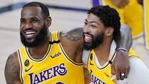 LeBron James uveo Lakerse u play-off trojkom s deset metara
