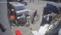 Prizren: Kradljivac ukrao bicikl i odvezao se (VIDEO)
