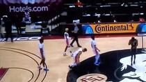 Pogledajte kako je nesretni košarkaš kolabirao, jezive scene na parketu