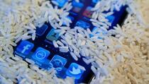 Ne stavljajte mobitel u rižu kada ga pokvasite, a evo i zašto!