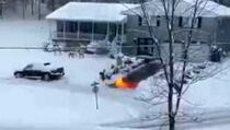 Internet senzacija: Bacačem plamena čistio snijeg