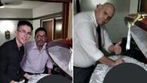 Otvarali kovčeg i slikali se s mrtvim Maradonom, procurile fotografije
