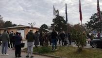 Redovi ispred Nacionalnog instituta za javno zdravlje