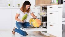 Pet razloga zbog kojih niste zadovoljni kako vaša mašina pere posuđe