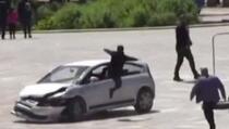 Tirana: Vozač se automobilom zaletio u pješačku zonu