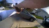 Objavljen uznemirujući video snimak: Policajac ubio 16-godišnjakinju iz pištolja