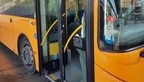 Revoltiran što su mu u autobusu zatražili masku razbio staklo pa izašao