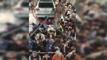 Hiljade očajnika čeka da odlete iz Afganistana, a neko je uspio da u avion ukrca i automobil