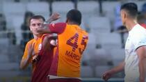 Udarao ga glavom i šakama: Tukao saigrača tokom utakmice i dobio crveni karton