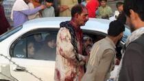 U terorističkim napadima na aerodromu u Kabulu poginulo najmanje 110 osoba