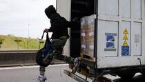 Vozač iz Gračanice prevozio dvanaest Avganistanaca
