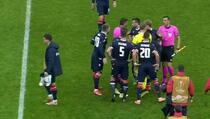 Ludnica u Milanu: Sudija svirao kraj, igrači Crvene zvezde ga opkolili...
