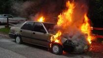 Zapaljeni automobili advokata iz Peći