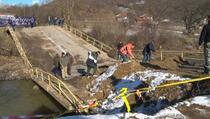 Kamenica: Srbi i Albanci osposobili most oštećen u poplavama