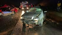 Dvije saobraćajne nesreće: Jedna osoba preminula i 10 povrijeđeno