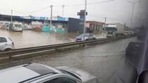 Duga kolona vozila na auto-putu Priština-Peć
