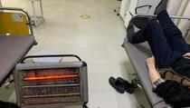 Pacijenti oboljeli od kovida-19 u Mališevu primaju infuziju u neljudskim uslovima