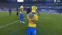 Messi tješio slomljenog i uplakanog Neymara