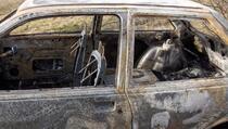Automobil se zapalio u Kačaniku, roditelji sa troje djece uspjeli da se spasu
