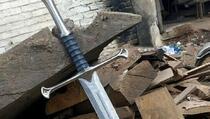 Dječak u šumi pronašao mač iz 17. stoljeća
