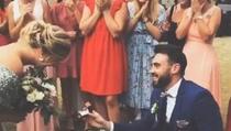 Muškarac na tuđem vjenčanju privukao svu pažnju zbog onog što je uradio