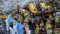 Zgrada se srušila na autobus, devet mrtvih