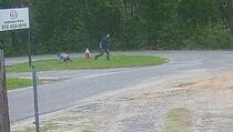 Pogledajte snimak kako manijak pokušava oteti djevojčicu