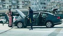 """Crnogorski policijski funkcioner doveo popa da mu """"sveti"""" automobil"""