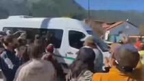 Ljutiti građani kamenjem gađali auto argentinskog predsjednika
