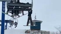 Dramatična snimka iz Kanade: Dječak visio sa ski lifta