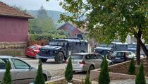 Specijalci u Sjevernoj Mitrovici, bacane šok bombe i kamenice