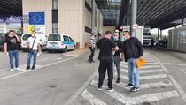 Veliki broj Srba na Merdaru čeka probne tablice, vozači imaju rok od pet dana