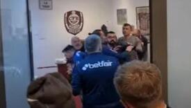 Haos u Cluju: Žestoka međusobna tuča u svlačionici