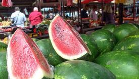 Da li lubenica goji: Znate li zašto je uz jedno parče dobro pojesti dva-tri badema, lješnika ili oraha!