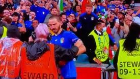 Bizarna scena nakon pobjede Italije: Žena iz obezbjeđenja za Bonuccija mislila da je navijač