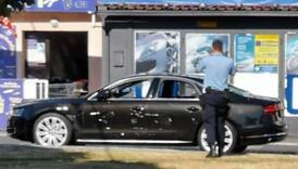 Muškarac sjekirom razbio auto šefu jer mu mjesecima nije dao platu