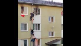 Popeli se na cijev zgrade kako bi spasili djecu od požara