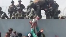 Beba koja je prebačena preko zida na aerodromu u Kabulu sada živi u Arizoni