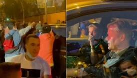 Navijači Barce opkolili Koemanov automobil, pokušali se obračunati s njim