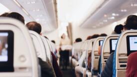 Stjuardesa otkrila kako dobiti besplatno piće tokom leta