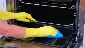 Trik za čišćenje pećnice efikasniji i od sode bikarbone i sirćeta