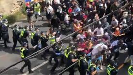 Na protestima u Australiji letjele flaše, čunjevi, suzavac: Stotine uhapšenih, ima povrijeđenih