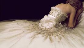 Film o princezi Diani na Venecijanskom festivalu: Chanelovu haljinu s plakata pet krojačica šilo 1.034 sata