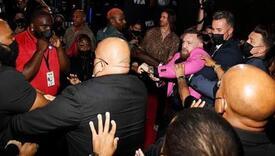 Conor McGregor na crvenom tepihu krenuo tući momka Megan Fox