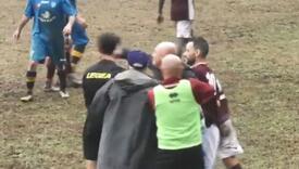 Nezadovoljni trener nokautirao sudiju, utakmica odmah prekinuta